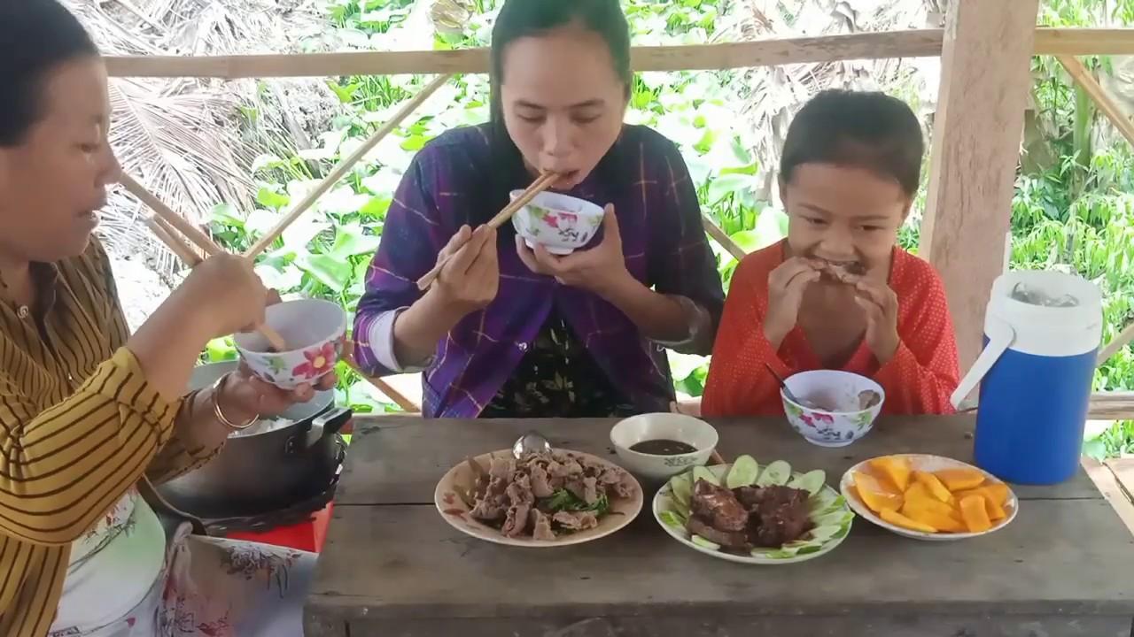 Món này hai mẹ con em ít khi được ăn | Bắp Chuối & Family | T9
