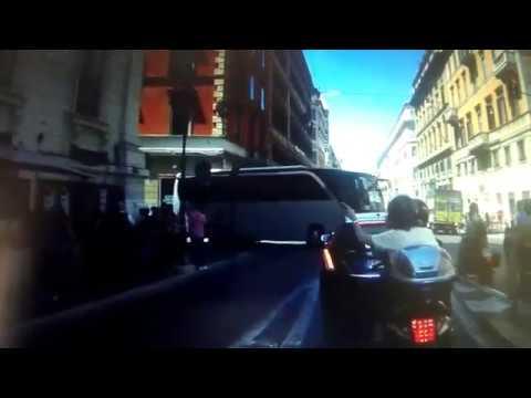 Manovra autobus al limite a roma