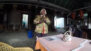 Street artist performs folk music in Tongli Ancient Town | Suzhou China | 4K