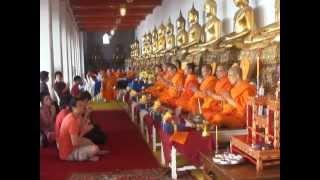 Утренняя служба в храме What Po, Бангкок. (1131)(, 2013-03-07T15:34:36.000Z)