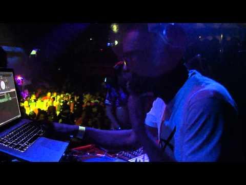 DJ Mo Beatz @ Yokohama Bayside (Part 2): 29 OCT 2011