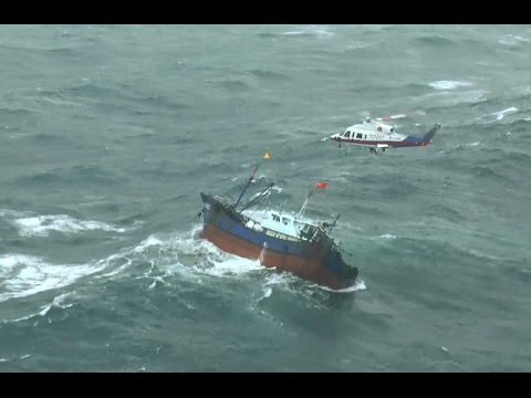 China's Maritime Rescuers Save 11 Fishermen from Capsized Boat
