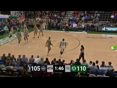 [GLeague] University of Florida alum Devin Robinson throws down a handful of dunks en route to a 40 point performance on 15-23 shooting (2-5 from 3, 5-7 on FT), also had 7 rebounds, 3 blocks and 2 steals in the Raptors 905's 115-109 loss to the Wisconsin Herd!