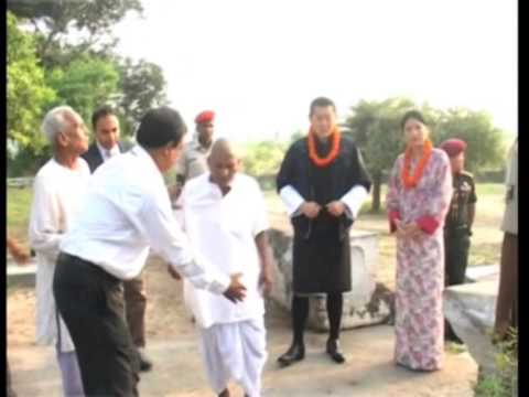 Bhutan King visits sites related with Lord Buddha in eastern India