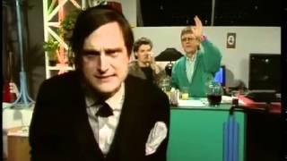 """Klip fra DR programmet """"Under Uret"""" (et mærkeligt klip featuring Bette Midler)"""
