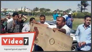 بعد قطع الطريق..مشادات بين أهالى المجنى عليهم وقائدى السيارات بالرحاب