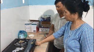 Lần đầu tiên Cô Minh sử dụng bếp ga và có sự thay đổi nhỏ