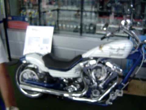 NEW YORK YANKEES HARLEY-DAVIDSON MODEL - YouTube