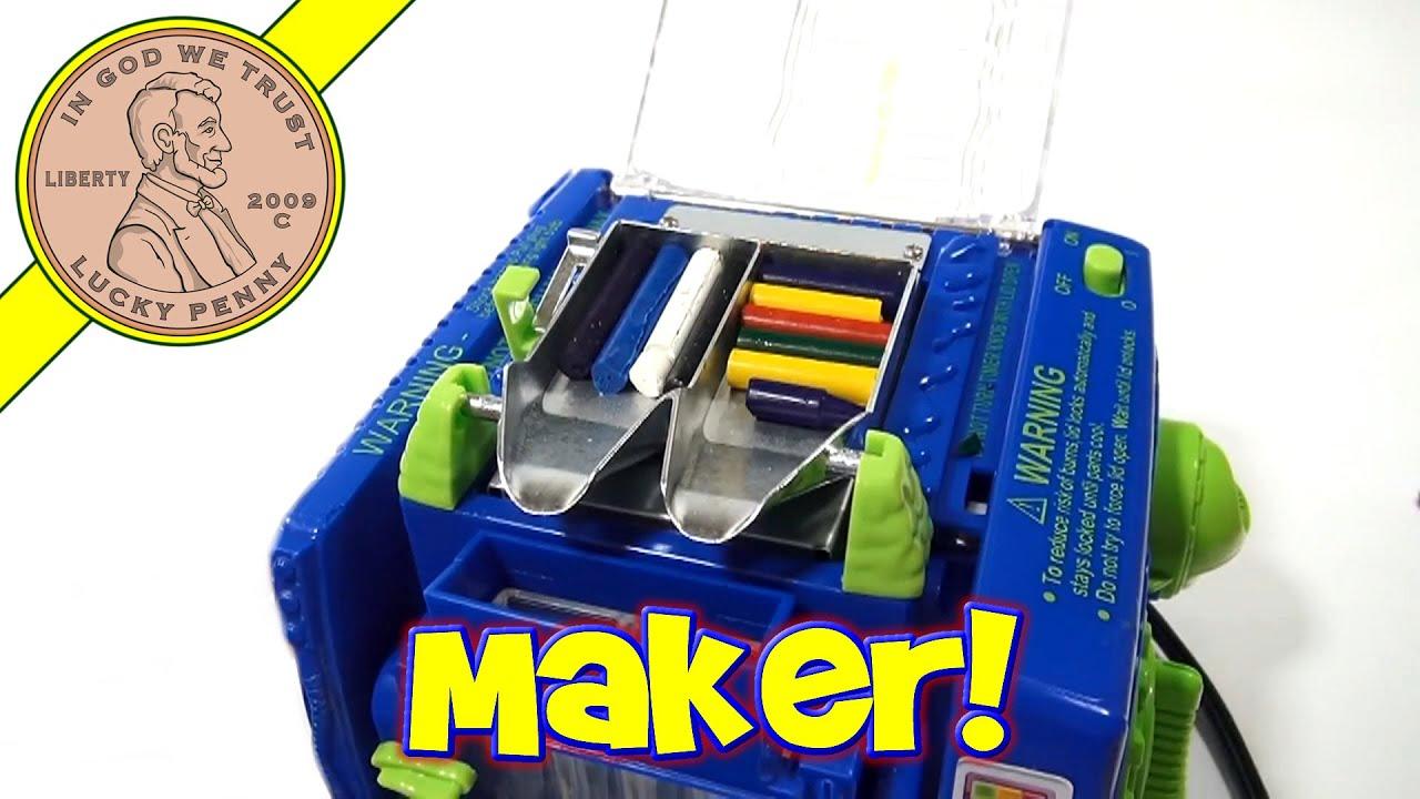 Crayola crayon maker with orginal box and instructions read.