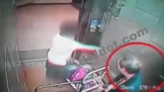 CCTV Penampakan Calvin saat membawa Box berisi mayat Farah Nikmah