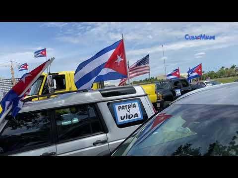 Cubanos en Miami realizan caravana Patria y Vida