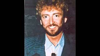 Watch Keith Whitley Lucky Dog video