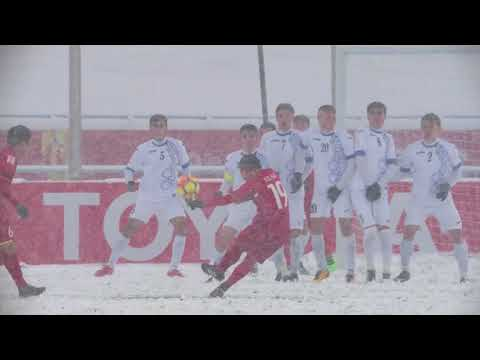Nguyen Quang Hai equalizes from a free kick in the snow!