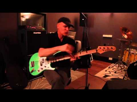"Billy Sheehan talks about ""Eat'em And Smile"""