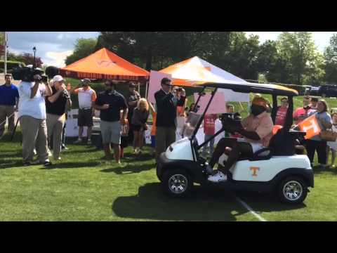 Phillip Fulmer, Al Wilson race golf carts against Virginia Tech