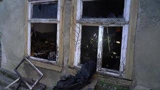 Mutmaßliche Brandstiftung in baufälligem Wohnhaus - Polizei sucht Zeugen