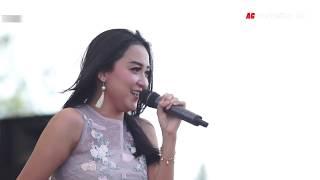 DUA KURSI - ELSA SAFIRA Live Monata Subang