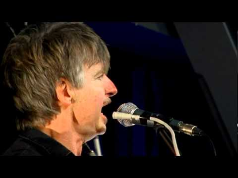 Crowded House - Distant Sun (Live at Amoeba)