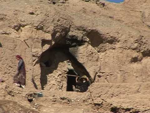 Afghanistan's cave dwellers face bitter winter
