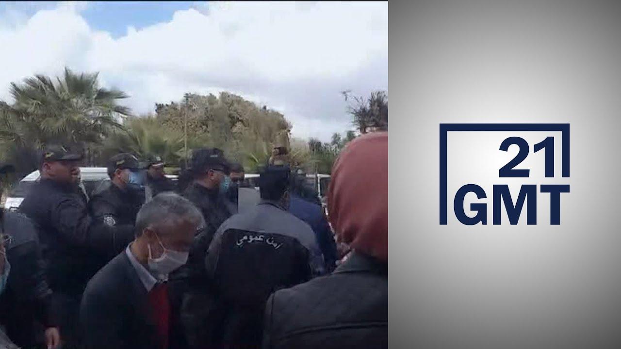 الدكاترة العاطلين عن العمل يحتجون أمام وزارة التعليم العالي في تونس