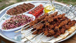 Нежное мясо на шампурах. Восточный салат и острый соус к мясу!!!)