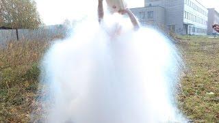 Что будет если облить себя жидким азотом?(Что будет если облить себя жидким азотом Сайт Ньютон парка http://newton-park.net/ Что будет если в Coca-Cola налить жидки..., 2014-10-02T12:00:03.000Z)