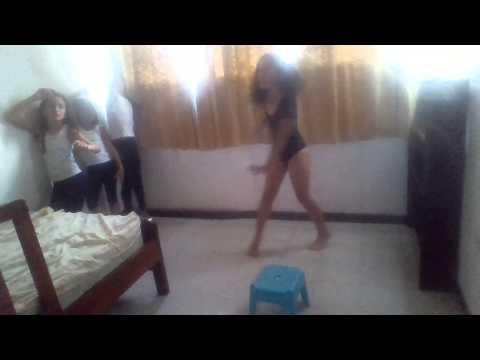 Las Niñas Bailando