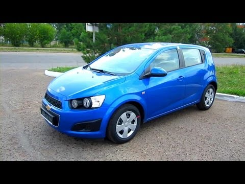 2012 Chevrolet Aveo Hatchback. Start Up, Engine, and In Depth Tour.