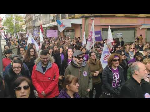 Dos mil mujeres toman las calles de Vilagarcía y alzan sus voces