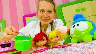 Видео для девочек — Дочки матери: куклы и Ам-ням ужинают!