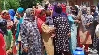 Video Residents of Nowgam Sonawari stage protest against PHE department