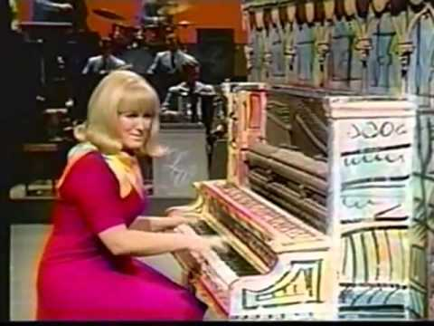The Lawrence Welk Show - The California Show - Interview, Margaret Heron - 06-01-1968