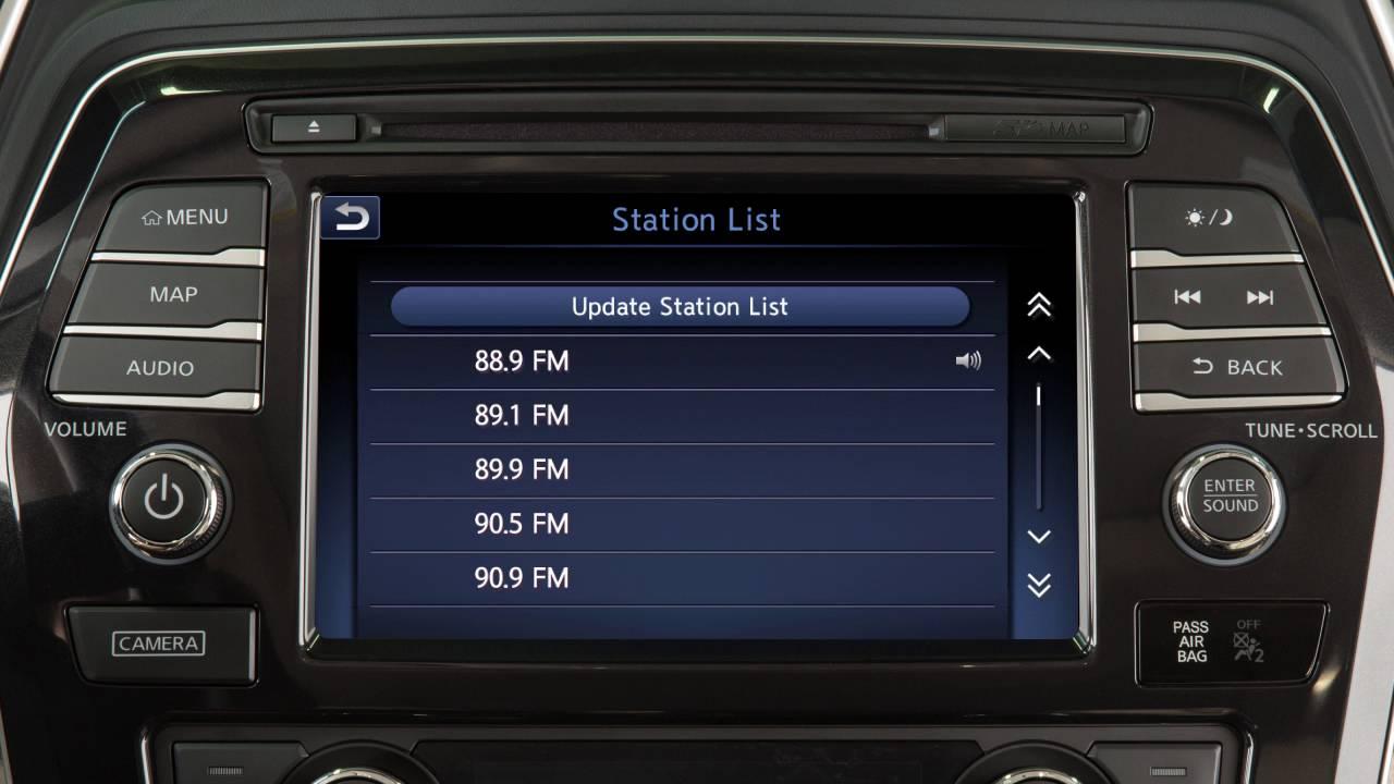 Nissan Maxima: FM radio reception