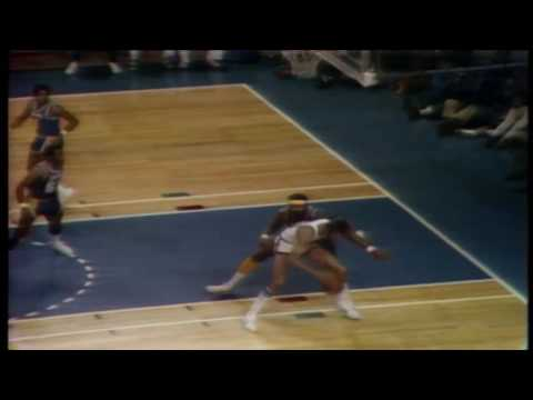 1972: Bucks (Kareem, Oscar) snap Lakers 33-game win streak