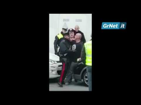 Padova: picchia i Carabinieri e resiste all'arresto, tra le risate delle persone che assistono