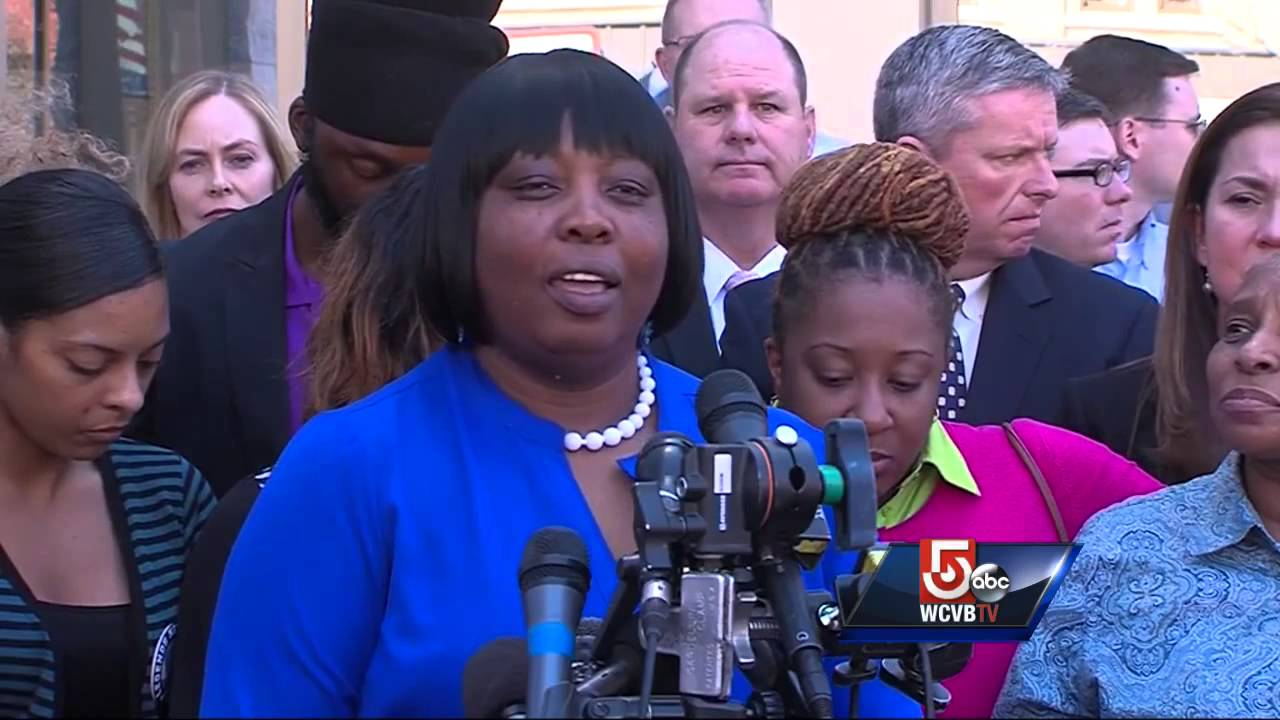 Odin Lloyd's family delivers emotional statements outside ...
