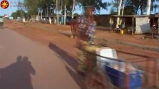 Video Rues de Banfora en moto - Association Soleils d'Afrique download MP3, 3GP, MP4, WEBM, AVI, FLV November 2017