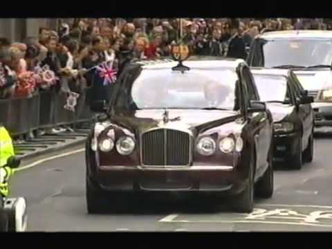the-queen's-bentley-state-limousine---2002.-its-first-official-outing.