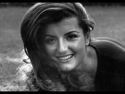 Arianna Huffington on Achieving Success in Life - College Commencement Address (2013)