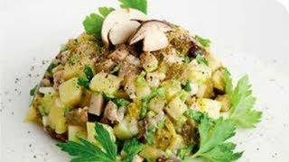 Салат с картофелем, грибами и маринованными огурцами