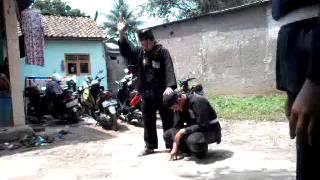 Download Video PADEPOKAN PENCAK SILAT DAN TENAGA DALAM PAGER BANTEN INDONESIA - JURUS SYABANDAR MP3 3GP MP4