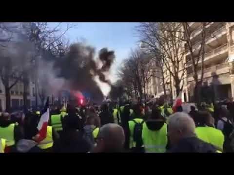 14. hete tiltakoznak Macron ellen a sárgamellényes tüntetők| Vadhajtások.hu