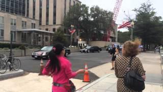 访民马永田拦截习近平车队 Chinese Petitioner Stops Chinese President's Vehicle thumbnail