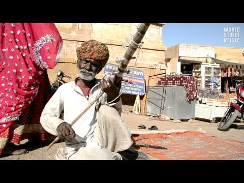 Indian Ravanhatta Street Musician in Jaisalmer (Rajasthan, India)