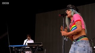 Halsey - Colors (Live at Glastonbury 2017)