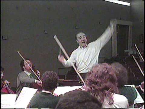 Benito Lauret dirige la Orquesta Conservatorio Superior de Música de Murcia.( Archivo )