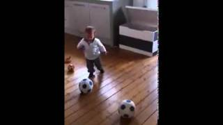 1.5 year old kid Amazing Football Skills - Already has a contract with Dutch Team.
