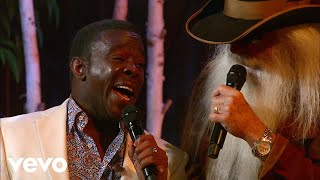 Gaither Vocal Band, The Oak Ridge Boys, The Gatlin Brothers - Jesus Loves Me (Live)