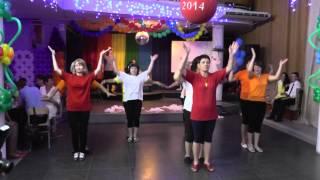 Выступление родителей - Flash mob. ロシアの学校卒業式