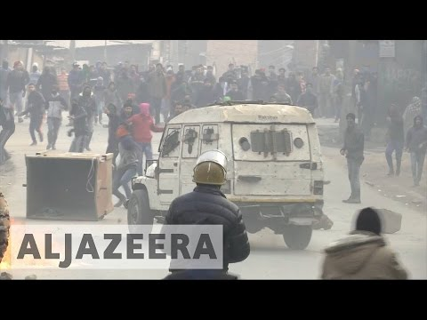 Kashmir: Indian riot police clash with protesters